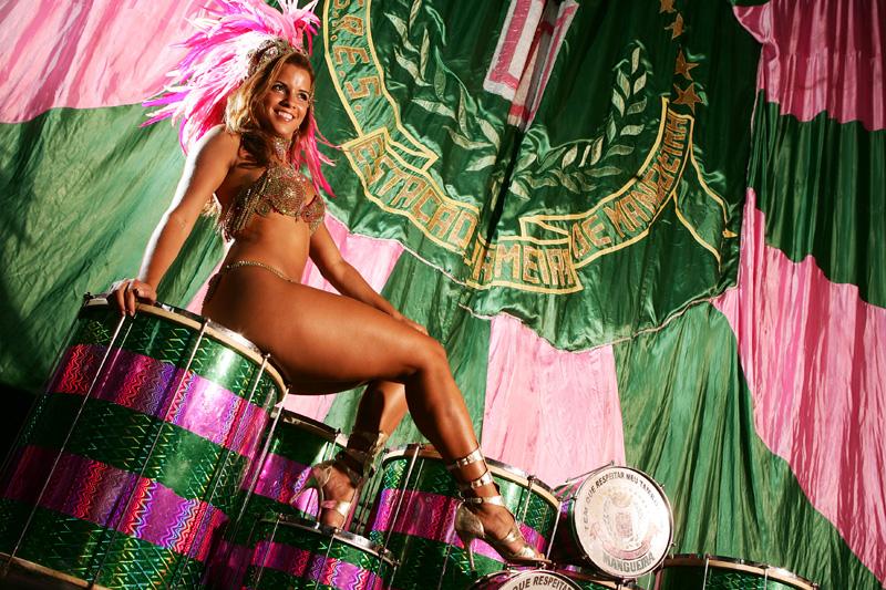 Renata Santos - rainha de bateria da Mangueira - na quadra da escola (9)