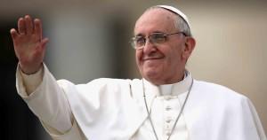 Papel-de-Parede-papa-francisco-acenando-feliz-35151