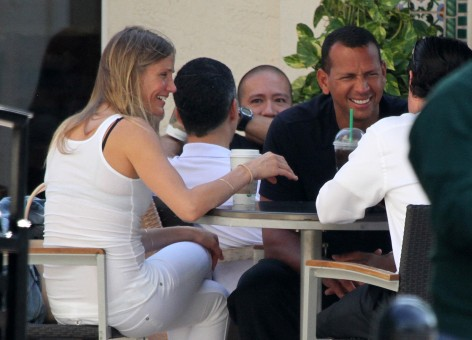 EXCLUSIVE TO INF. ALL-ROUNDER. June 7, 2011: Despite rumors of a break-up, Alex Rodriguez and Cameron Diaz are seen stopping at a Starbucks before departing on a private jet in Miami, Florida. Credit: INFphoto.com Ref: infusmi-11/13|sp|EXCLUSIVE TO INF. ALL-ROUNDER.
